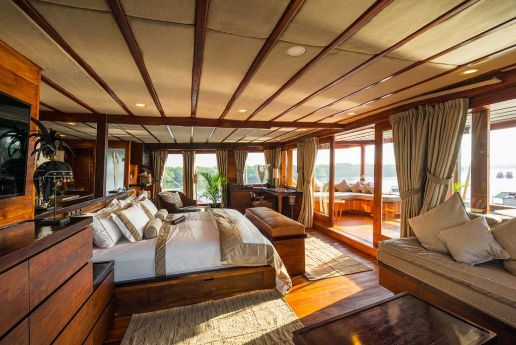 Luxury Komodo Yacht Charter: Peeking the Boutique Cabins