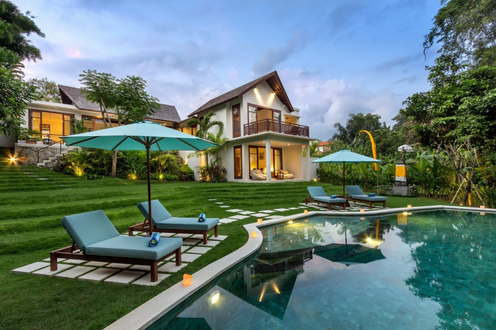 bali luxury villas with a large private pool to enjoy your holiday